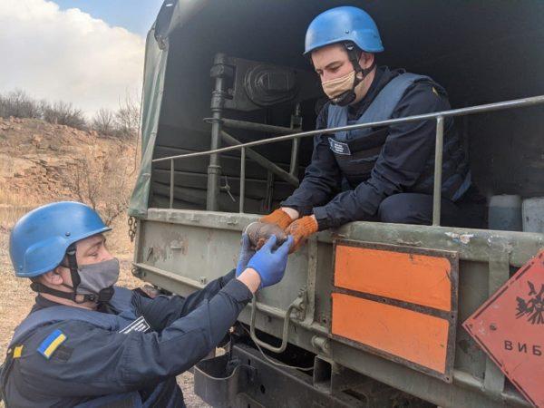 Саперы обезвредили гранату и артиллерийские снаряды, которые обнаружили жители Александрийского района (ФОТО)