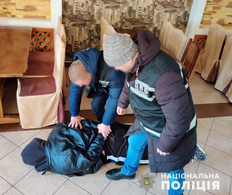 32-летний житель Кировоградской области хотел откупиться взяткой за нападение на фермерское хозяйство (ФОТО)