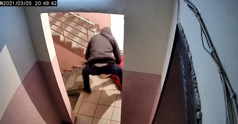 32-летний уроженец Кировоградской области напал на женщину в подъезде киевской многоэтажки