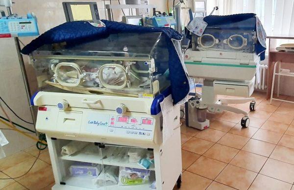Оставленные в перинатальном центре Кропивницкого близняшки родились с весом 650 и 930 граммов
