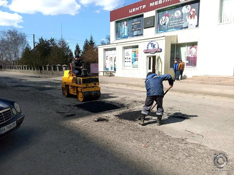 В Александрии на улице Гагарина ремонтируют дорогу