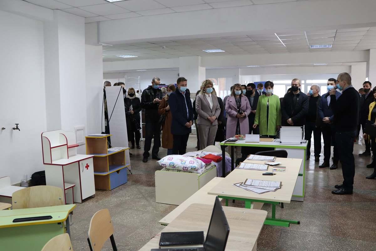 В выставке школьной мебели в ДК «Светлопольский» приняли участие 12 производителей из разных городов Украины