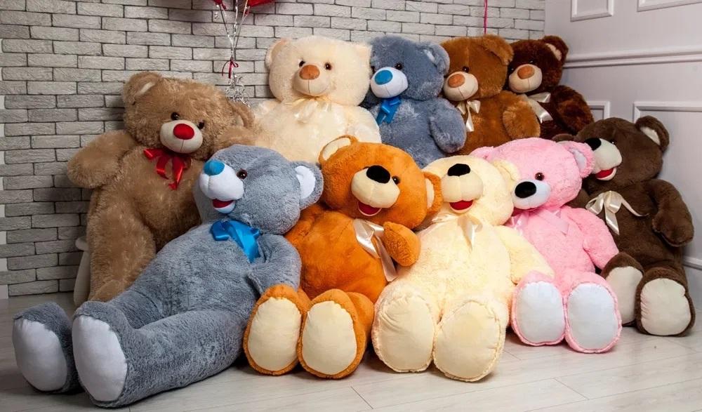 Оригинальные мягкие игрушки в разнообразии исполнения: стилизованные подушки и дизайн ночника с встроенным проектором