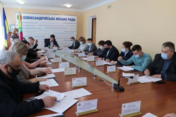 Исполком установил режим работы автомобильного рынка и разрешил торговать сельхозпродукцией рядом с центральным рынком