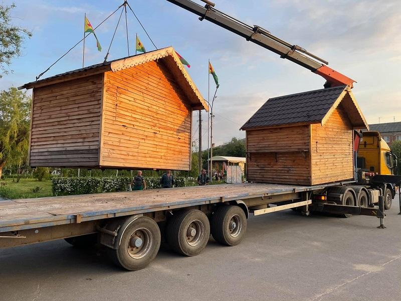 Соборную площадь освободили от деревянных киосков (ФОТО)
