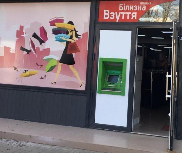 В Александрии в связи с реконструкцией «АТБ» банкомат «ПриватБанк» перенесли в другое место