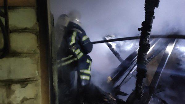 В Александрии ранним утром горела машина «Fiat Doblo» и крыша гаража