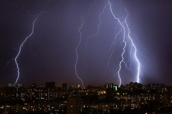 Штормовое предупреждение в Кировоградской области: дожди, грозы, град и сильный ветер