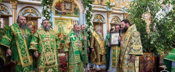 В Александрию на вертолете прилетал митрополит УПЦ Московского патриархата Онуфрий