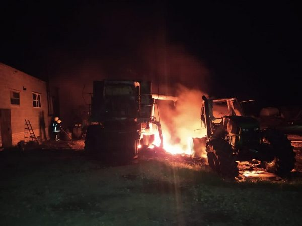 В Александрийском районе ночью подожгли три трактора и комбайн (ФОТО)