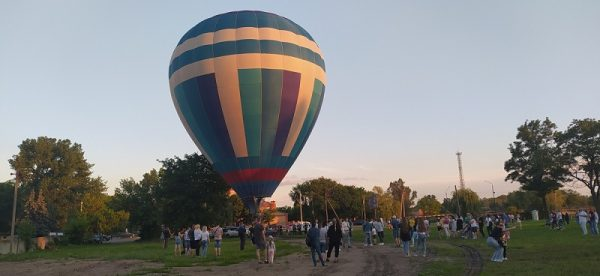 Александрийцы полетали на воздушном шаре возле стадиона «Ника» (ФОТО)
