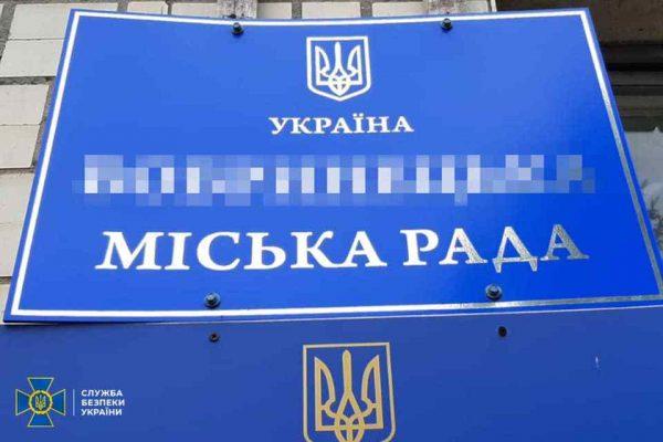 В Кировоградской области задержали городского голову, который получил взятку за приватизацию земли (ФОТО)