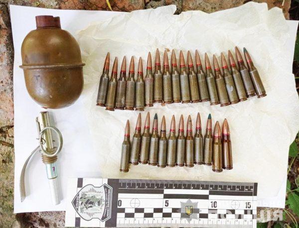 30-летнего жителя Кировоградской области, который продавал гранаты и патроны, задержали полицейские (ФОТО)
