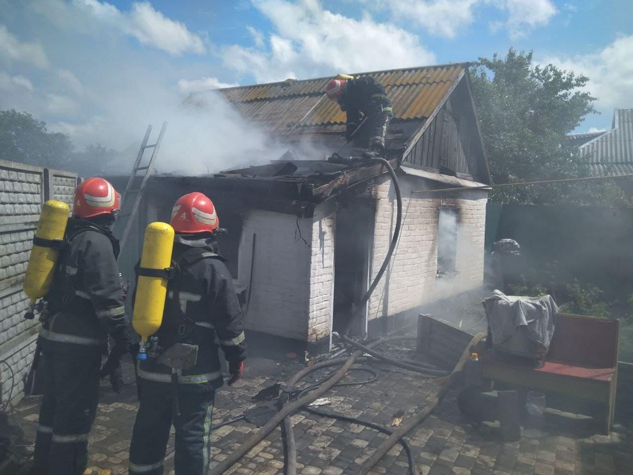 В Александрийском районе в горящем доме спасатели обнаружили тело 39-летнего мужчины (ФОТО)