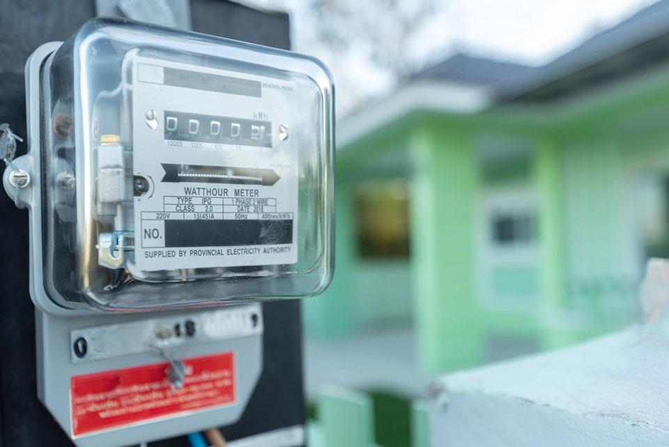 Какой электросчетчик выбрать: особенности индукционных и электронных моделей