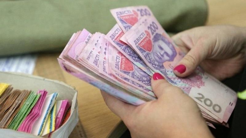Будут судить главного бухгалтера райсовета за то, что она перечисляла себе на карточку часть денег с зарплат госслужащих