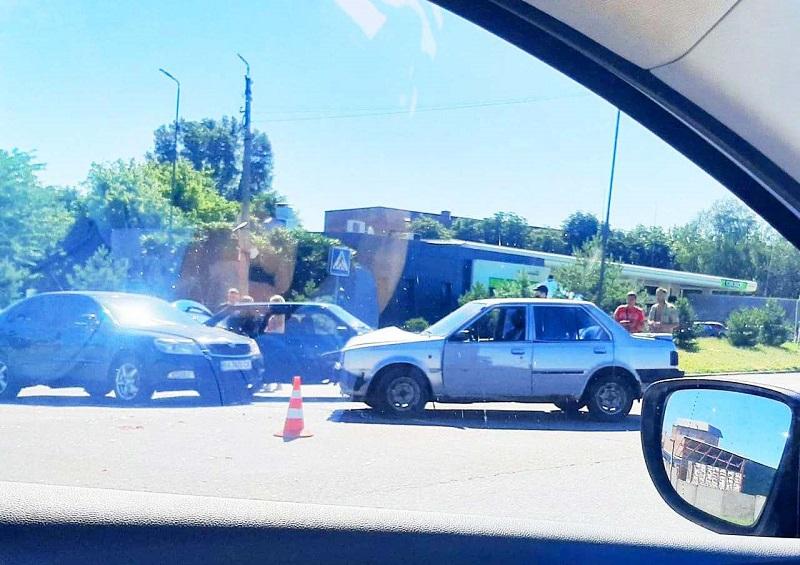 В Александрии возле заправки произошло ДТП