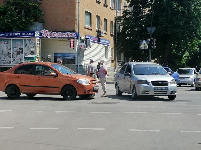 В Александрии на перекрестке улиц Перспективной и Братской произошло ДТП