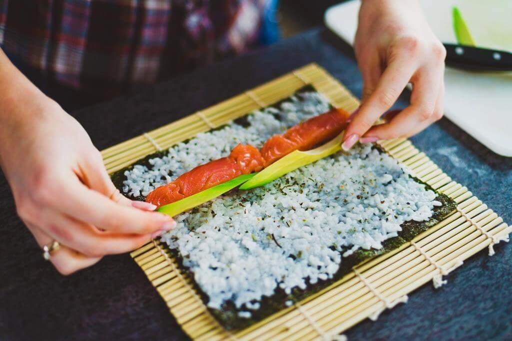 Выбор продуктов для приготовления суши и роллов