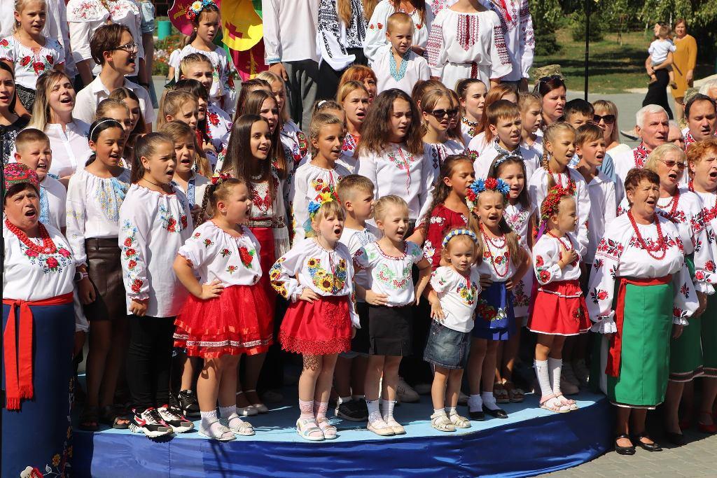 Больше 5 000 жителей Кировоградской области одновременно спели Гимн Украины, в их числи и александрийцы