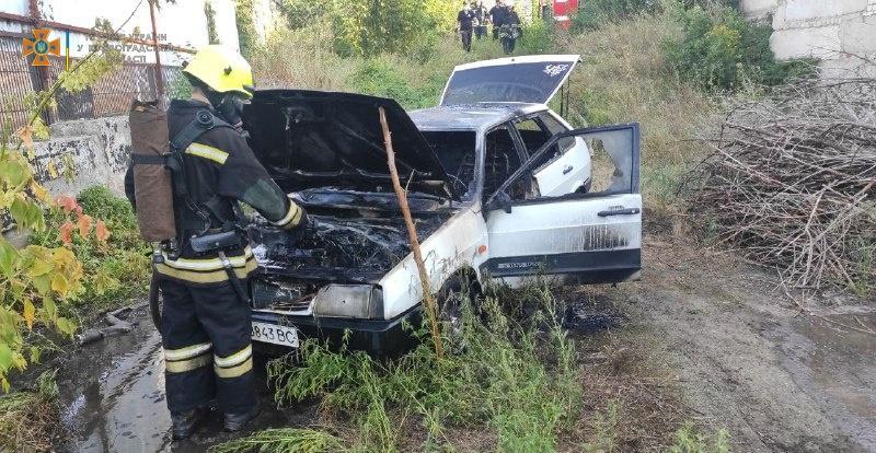 В Александрии на улице Алексея Скичко горел автомобиль (ФОТО)