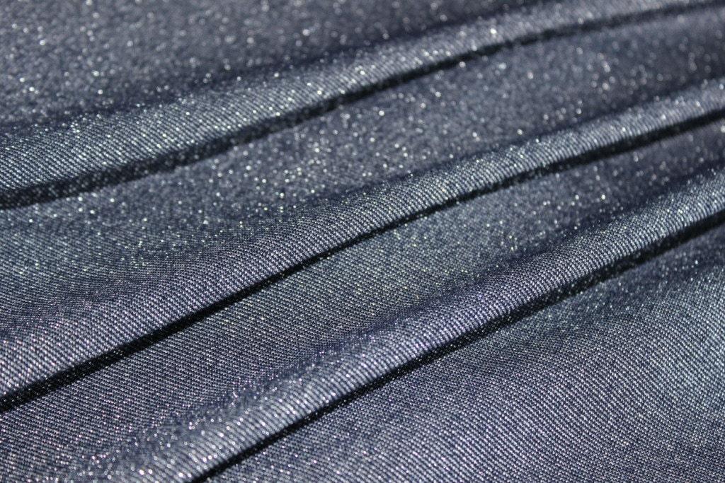 Плюсы и минусы использования трикотажа с люрексом для пошива модной одежды