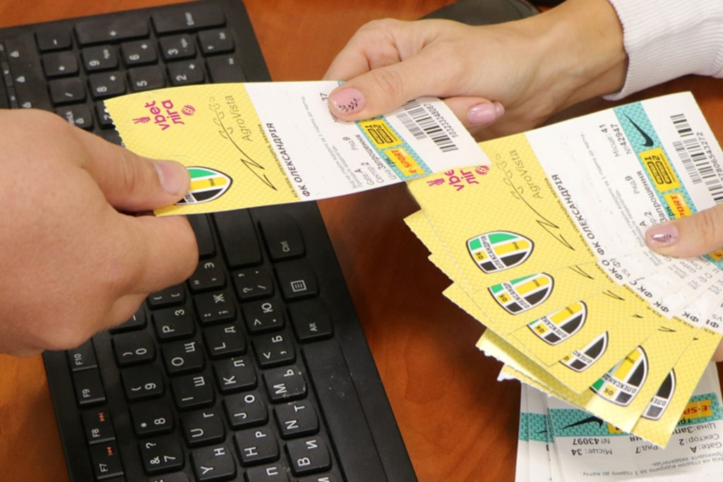 Сколько стоит билет на футбол, абонемент для болельщиков, когда и где их можно купить?