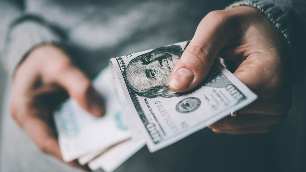 Преимущества обменного пункта в Хмельницком – как поменять доллары, евро и другую валюту?