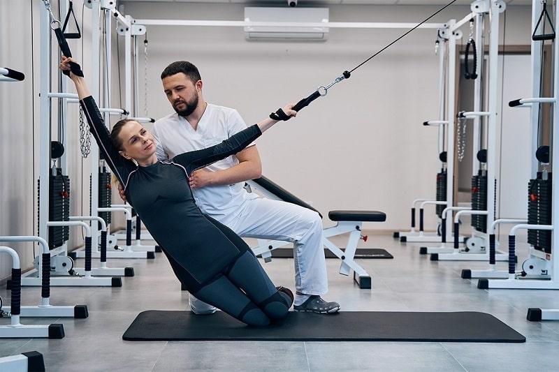 Лечение движением: восстановление здоровья позвоночника с помощью кинезитерапии