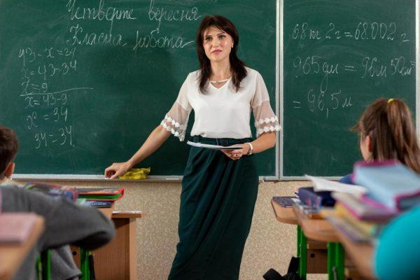 Впервые в Александрии педагоги получат 100% премии ко Дню учителя