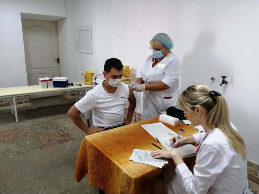 За выходные 800 александрийцев привились против коронавируса. Какие вакцины есть сегодня?