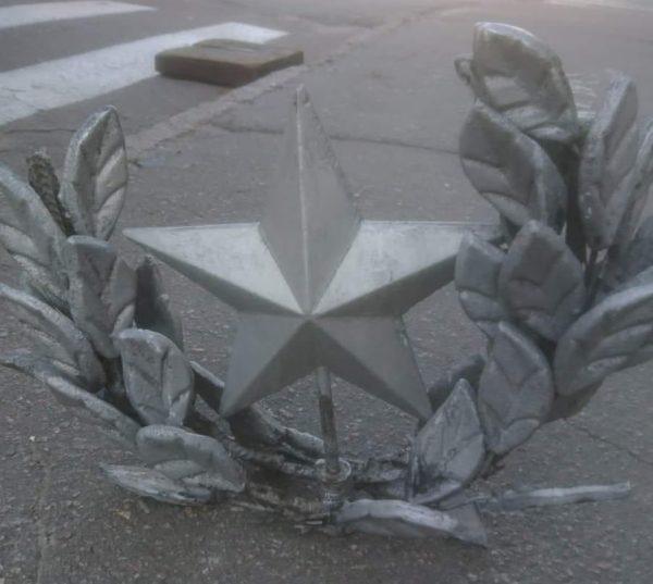 Из бывшего универмага Октябрьский сняли символ Советского Союза