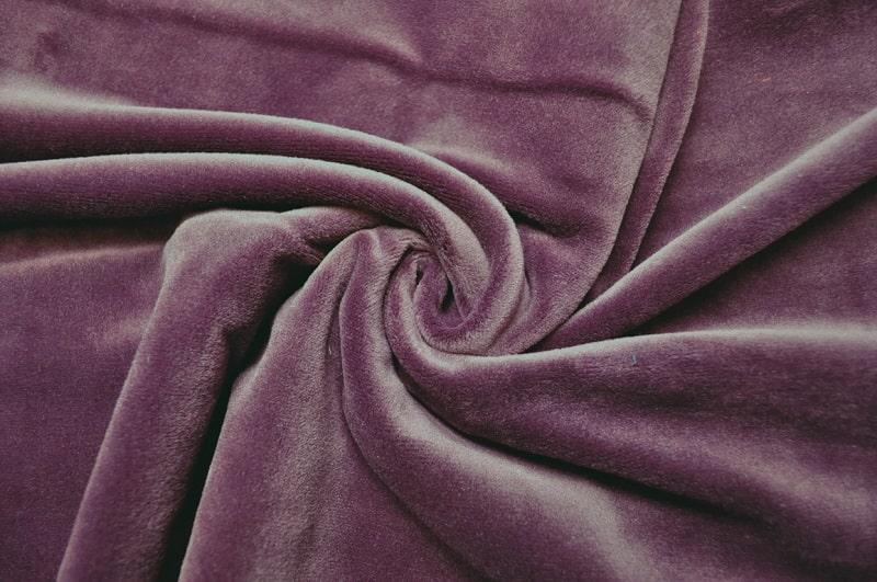Велюр – ткань премиум-класса, позволяющая создавать эстетичные и красивые вещи