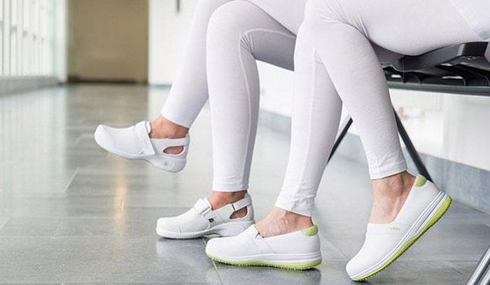 Каким критериям должен отвечать халат и обувь врача – важные нюансы покупки