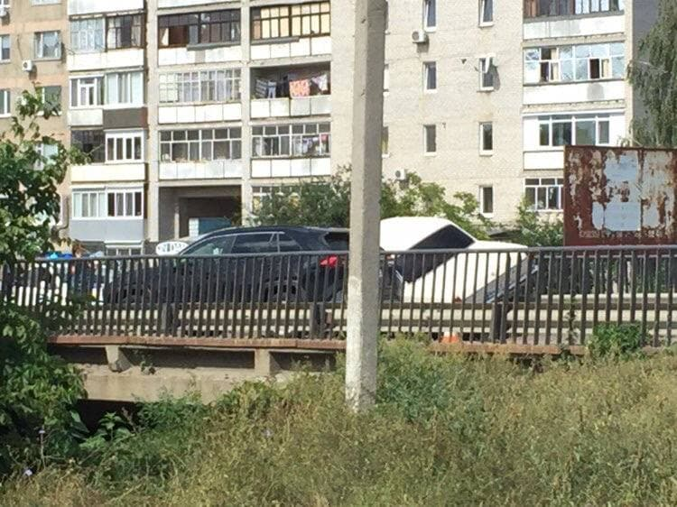 В Александрии на мосту Волга врезалась в ограждение