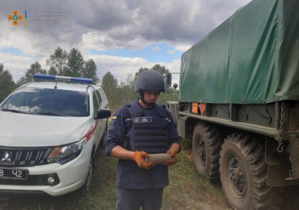 В Александрийском районе во время земельных работ обнаружили 2 артснаряда